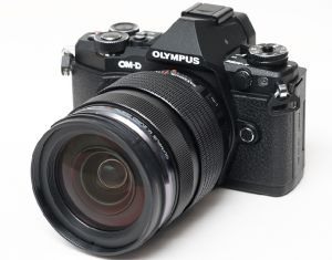 FOTOCAMERA DIGITALE MIRRORLESS OLYMPUS E-M5 MARK II + EZ-M1240PRO BLACK/BLACK